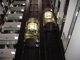 Tư thế sẽ cứu sống bạn khi thang máy rơi tự do